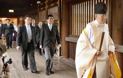 Abe_yasukuni3